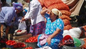 Einkauf-auf-Landstrassen-Basar-Chudzand-Istarafschan